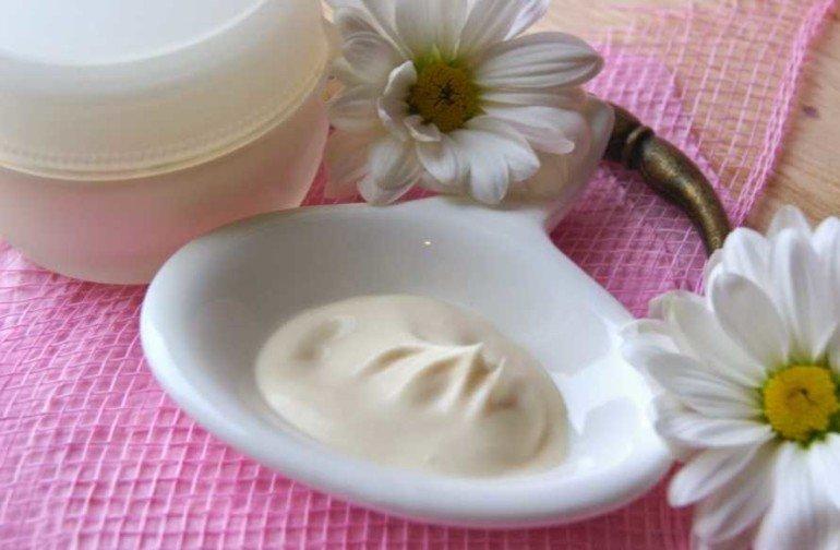 Как приготовить домашний крем для сухой кожи лица