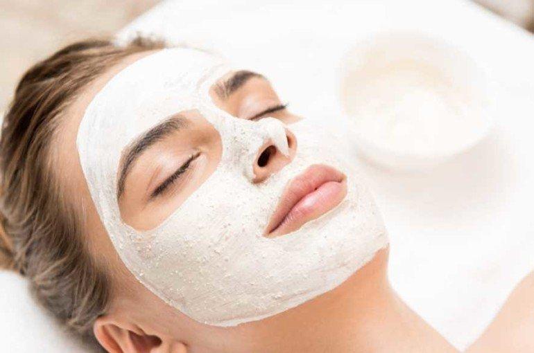 Как приготовить успокаивающую маску для раздражённой кожи лица?