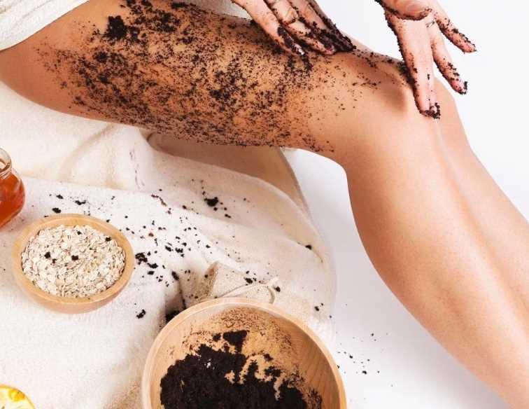 Ароматно и полезно: рецепт обертывания из кофейной гущи и порошка какао
