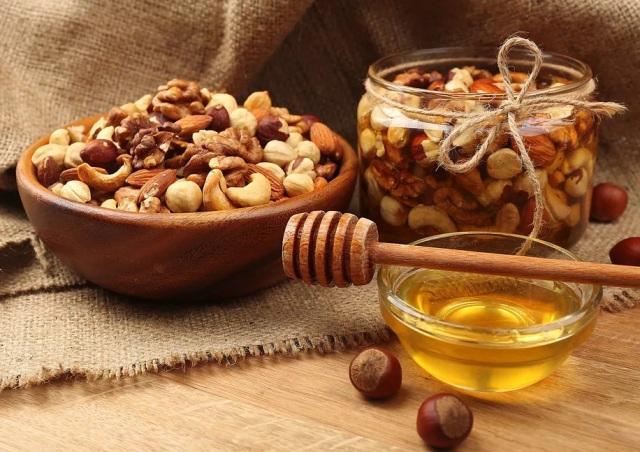 С какими орехами мед полезнее