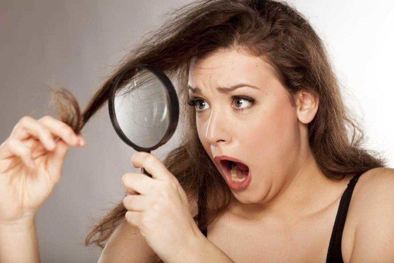 Как укрепить ломкие волосы простым домашним средством?