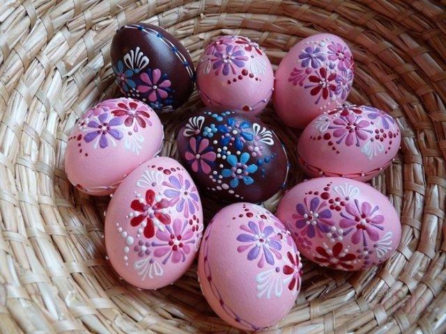 Окраска яиц на Пасху с красивым рисунком