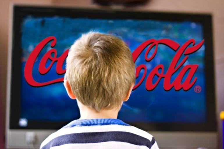 дети смотрят рекламу