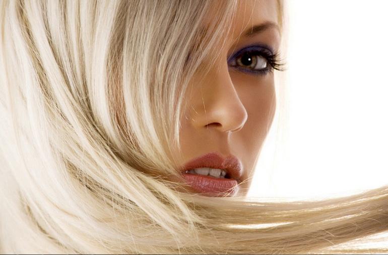 Осветленные волосы у женщины