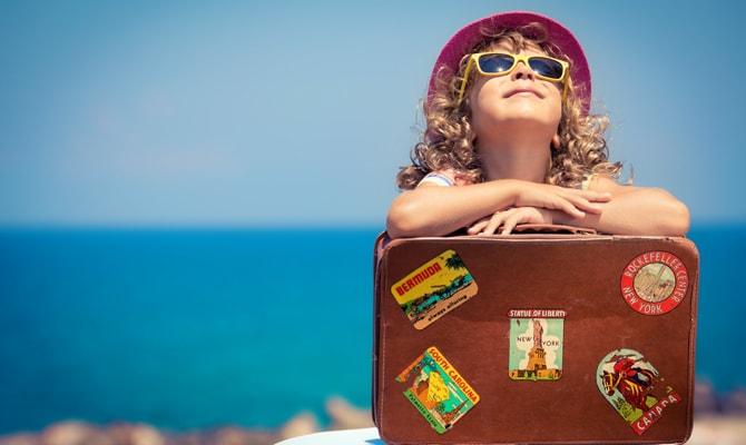 ребенок путешествует