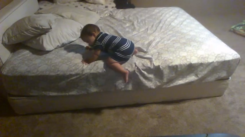 спускаться с кровати.