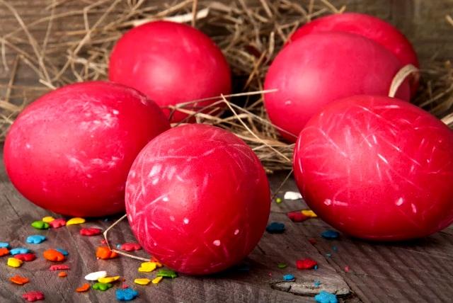 как красить яйца свеклой