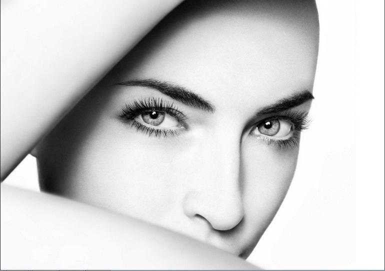 девушка после маски от темных кругов под глазами
